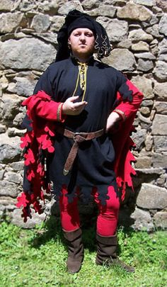 Black houpelande     Short riding houpelande from beginning of 15th century, Lined dress is decorated with dagges and completed by hood used as a chaparone.