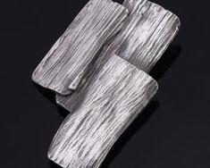 Jedinečná ručne brúsená a leptaná brošňa - oceľová imitácia dreva0