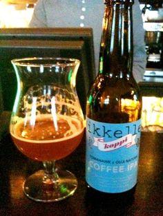 Cerveja Mikkeller Koppi Coffee IPA, estilo Specialty Beer, produzida por Mikkeller, Dinamarca. 6.9% ABV de álcool.