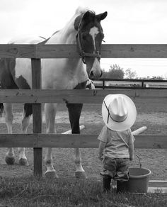 little cowboy talking to his horse Love it. Little Cowboy, Cowboy And Cowgirl, Cowboy Baby, Cute Kids, Cute Babies, Tier Fotos, Jolie Photo, Horse Love, Beautiful Horses