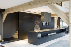 + Minimalist kitchen with viewing beams ...  | Marco van Veldhuizen - Villa LM