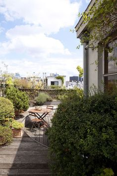 Beautiful patio on the roof in Brussels | More photos http://petitlien.fr/coinsdeparadis