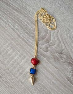 Looking Down Necklace Μακρύ κολιέ με πέτρες σε κόκκινο και μπλε χρώμα και χρυσή αλυσίδα. 6,90 €