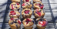 Muffins are like pies—quite simple to make but easily made wrong. Our resident baking expert provides keys to baking scrumptious gluten-free muffins. Muffins Sans Gluten, Coconut Muffins, Rice Crispy Treats, Healthy Treats, Biscuits Keto, Brunch Recipes, Cake Recipes, Berry Muffins, Biscuit Bread