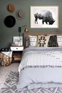 Decorar paredes con sombreros Woodsy Bedroom, Modern Bedroom Decor, Bedroom Ideas, Bedroom Designs, Bedroom Inspiration, Modern Decor, Color Inspiration, Serene Bedroom, Bedroom Makeovers
