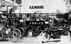 Cleveland Motorcycles and Emblem Bicycles on displey at Balboa Park show,1920 Quelle: sandiegohistory.org