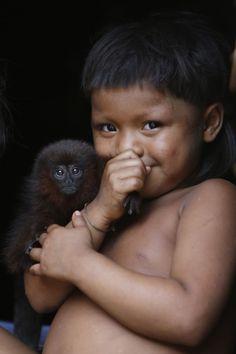 Criança da etnia corubo. Dida Sampaio/AE.