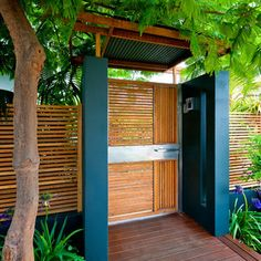 Need Ideas for a Wood Fence? Check out our Beautiful Gallery of Wood Fence Ideas and Designs including Privacy, Security, Decorative Fences & More. Backyard Fences, Front Yard Landscaping, Contemporary Landscape, Landscape Design, Contemporary Style, Modern Wood Fence, Modern Gates, Gate Designs Modern, Tor Design