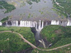 2. Cataratas Victória, entre Zâmbia e Zimbabwe