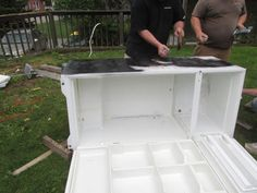 Awesome Rustic Cooler From Broken Refrigerator and Pallets: 11 Steps (with Pictures) Wood Cooler, Patio Cooler, Diy Cooler, Outdoor Cooler, Outdoor Refrigerator, Refrigerator Cooler, Homemade Cooler, Wood Shop Projects, Pallet Projects