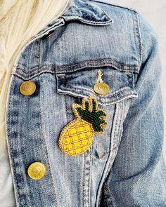 Якщо літо цього року нас не радує🌧️⚡, то давайте створювати настрій самі! 🌞🍍 Брошка ананас з чеського бісеру на шкіряній основі. Ручна робота. Ціна 165 грн