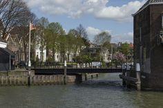 https://flic.kr/p/jxAsum | Draaibrug bij het Maartensgat, Mazelaarsstraat, Dordrecht | De brug bij het Maartensgat is een speciale draaibrug.