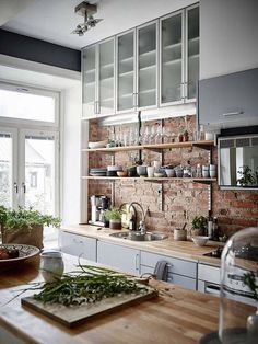 Red brick kitchen backsplash ideas / scandinavian kitchen design and butcher block Kitchen Ikea, New Kitchen, Kitchen Dining, Kitchen Decor, Kitchen Modern, Kitchen Rustic, Functional Kitchen, Awesome Kitchen, Country Kitchen