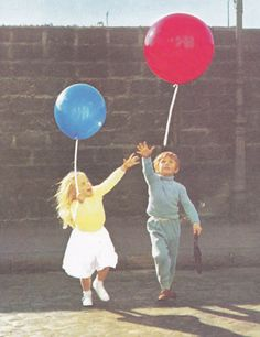 Le Ballon Rouge <3 Red Balloon Movie, Color Photography, Film Photography, Big Balloons, Vintage Movies, Film Movie, Picture Photo, Childhood Memories, Vintage Photos