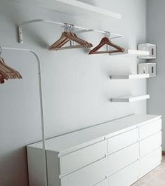 Open dressing room: wardrobe above dressers women . - Open dressing room: a wardrobe above chests of drawers women - Closet Bedroom, Bedroom Decor, Budget Bedroom, Ikea Bedroom, Design Bedroom, Bedroom Furniture, Dressing Room Design, Dressing Rooms, Trendy Home Decor