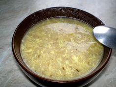Na sádle nebo másle uděláme světlou jíšku z hladké mouky , asi tolik mouky, aby polévka byla jako řídký sirup. Nalijeme vodu a přidáme plnou... Cheeseburger Chowder, Macaroni And Cheese, Oatmeal, Menu, Cooking, Breakfast, Ethnic Recipes, Soups, Mac Cheese