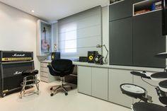 Varanda vira sala de jantar no dúplex de 208 m²