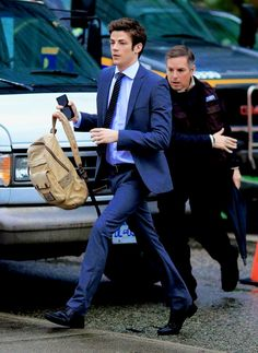 grant gustin in a suit 😍 Grant Gusting, Le Flash, Flash Funny, Flash Barry Allen, The Flash Grant Gustin, Cw Series, Fastest Man, Supergirl And Flash, Celebrity Crush
