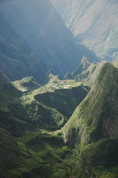 Mafate caldera (cirque de Mafate) pictures, Reunion island, Pictures and Travel guide to Reunion, Reunion travel directory Scenery Pictures, Nature Pictures, Places To Travel, Places To See, Adventure Is Out There, Amazing Destinations, Solo Travel, Terra, Wonders Of The World