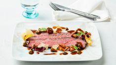 Keikauskypsennetty naudan ulkofilee Steak, Beef, Food, Meat, Essen, Steaks, Meals, Yemek, Eten