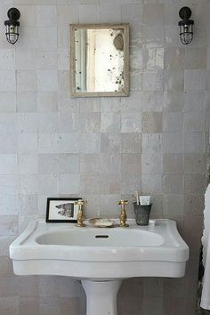 45 cozy decor ideas to rock this season traditional decor ва Lodge Bathroom, Attic Bathroom, Modern Bathroom, Bathroom Wall, Remodled Bathrooms, Colorful Bathroom, Mermaid Bathroom, Neutral Bathroom, Bathroom Laundry