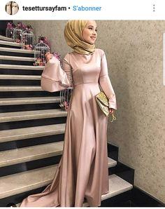 Gefällt 666 Mal, 11 Kommentare – tesettur Clothing Recommendation Page ( au … Hijab Prom Dress, Hijab Evening Dress, Muslim Dress, Evening Dresses, Dress Up, Gold Dress, Dress Long, Abaya Fashion, Muslim Fashion