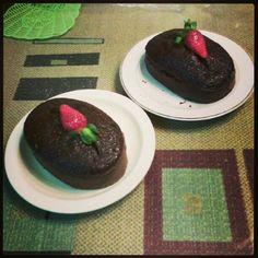 The mini chocolate cakes I baked =D Yummmmmm!!!