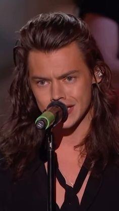 Harry Styles 2015, Harry Styles Edits, Harry Styles Singing, Harry Styles Photoshoot, One Direction Videos, Aesthetic Videos, Dreadlocks, Singer, Hair Styles