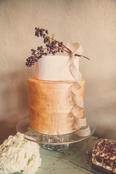 romantic gold cake |
