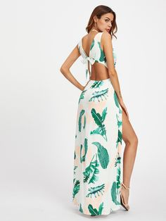To find out about the M-Slit Knot Back Surplice Palm Print Dress at SHEIN, part of our latest Dresses ready to shop online today! Estilo Resort, Deep V Neck Dress, Flare Leg Pants, Tropical Dress, Maxi Robes, Summer Maxi, Unique Dresses, Dress P, Flare Dress