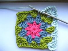Step by step tutorial with pictures! Step by step tutorial with pictures! – Hachi Yarns – Buy knitting yarn, wool on Granny Square Crochet Pattern, Crochet Squares, Crochet Granny, Crochet Stitches, Free Crochet, Crochet Patterns, Granny Squares, Sunburst Granny Square, Granny Square Projects