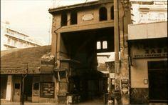 Η Δημοτική Αγορά του Βύρωνα. Η είσοδος της Δημοτικής Αγοράς επί της Χρυσοστόμου Σμύρνης.