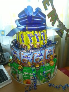 Торт из сладостей для детского праздника.