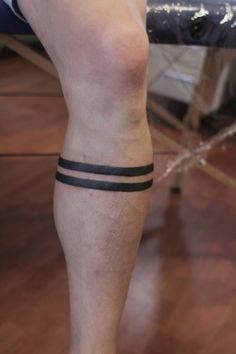 LOVE these blackout banded tattoos! Want a thicker one (or two) on my leg