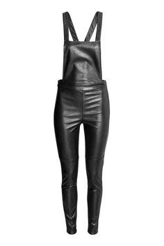 Une Salopette simili cuir - jambes slim      | H&M