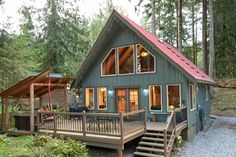 Mt. Baker Rim Cabin 99- Charming woodsy cabin with a HOT TUB & Wi-Fi! Pets welcome!