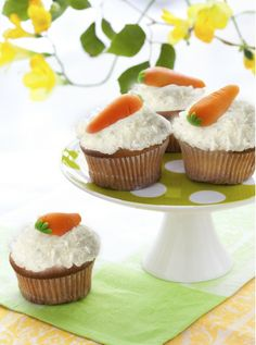 Coconut Carrot Cupcakes, Carrot Easter cupcakes, Easter Food ideas, Easter table decor  #Easter #ideas #holiday www.loveitsomuch.com
