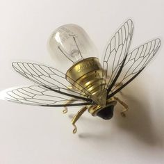Save the Bees Steampunk brooch Small Bee Lightbulb BroochYou can find Steam punk jewelry and more on our website.Save the Bees Steampunk brooch Small Bee Lightbulb Brooch Steampunk Kunst, Steampunk Diy, Steampunk Fashion, Steampunk Wings, Victorian Steampunk, Steam Punk Jewelry, Steam Punk Art, Gothic Jewelry, Small Bees