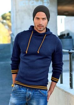 This sweatshirt would look fabulous on James! Mode Online Shop, Edc By Esprit, Herren Outfit, Well Dressed Men, Winter Wear, Swagg, Dapper, Men Dress, What To Wear