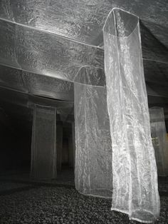 Vertical landscape / Ryo Yamada / Sapporo, Japan / image courtesy of y. Suspended above an exterior courtyard, translucent square pillars of fabric become illuminated from the sun and sway gently in the breeze. Land Art, Claude Monet, Vincent Van Gogh, Artsy Photos, Design Research, Sculpture Art, Abstract Sculpture, Bronze Sculpture, Japanese Artists