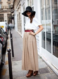 Shirt, large skirt and wide brimmed hat - camicia, ampia gonna e cappello a tesa larga