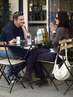 'Matthew looks at Courteney the same way Chandler looks at Monica': Friends fans… 'Matthew looks at Courteney the same way Chandler looks at Monica': Friends fans go into meltdown over Matthew Perry and Courteney Cox's cosy lunch snap Serie Friends, Friends Episodes, Friends Cast, Friends Moments, Friends Show, Friends Forever, Friends Actors, Monica E Chandler, Chandler Bing