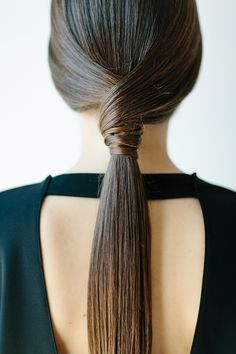 sleek low ponytail//