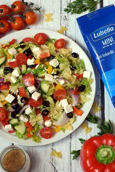 Makaronowa sałatka w greckim stylu – Smaki na talerzu Caprese Salad, Cobb Salad, Feta, Catering, Salads, Lunch Box, Impreza, Foods, Food Food