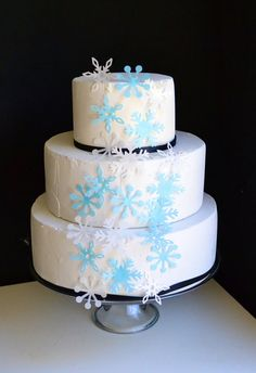 Edible+Snowflakes++Cake+and+Cupcake+Toppers+Set+of+by+SugarRobot