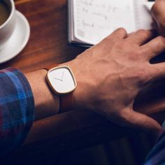 Pebble 05 Gold Watch | The Gadget Flow