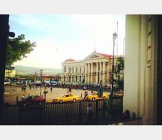 Palacio Nacional en el Centro Histórico de San Salvador, visto desde Catedral. El Salvador