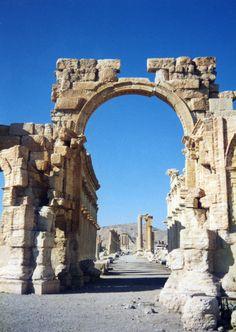 http://www.migladin.com/migtravel/Palmyra_1994_0394