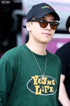 — koreanghetto: 160616 Seungri at Incheon Airport .