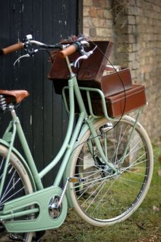 Perfect mint, seafoam, aqua vintage style bicycle - so pretty. Custom vintage Dutch bicycles by BEG bicycles (UK) Cycle Chic, Vintage Love, Retro Vintage, Vintage Sport, Vintage Trucks, Photo Velo, Anjou Velo Vintage, Dutch Bicycle, Color Menta